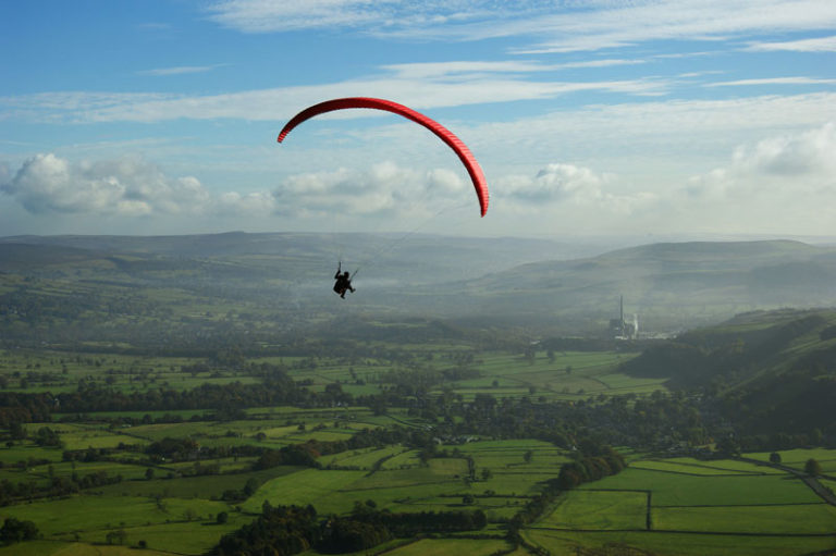Read more about the article 10 Best Adventure Sports in India That Every Traveler Must Experience