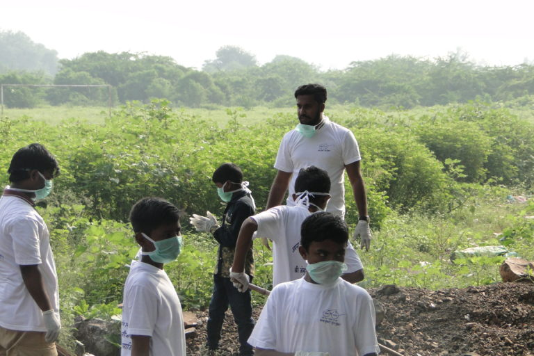 Read more about the article Activist, volunteers organize 'Swacch Mundhwa, Sundar Mundhwa, cleanliness drive in Mundhwa, Pune
