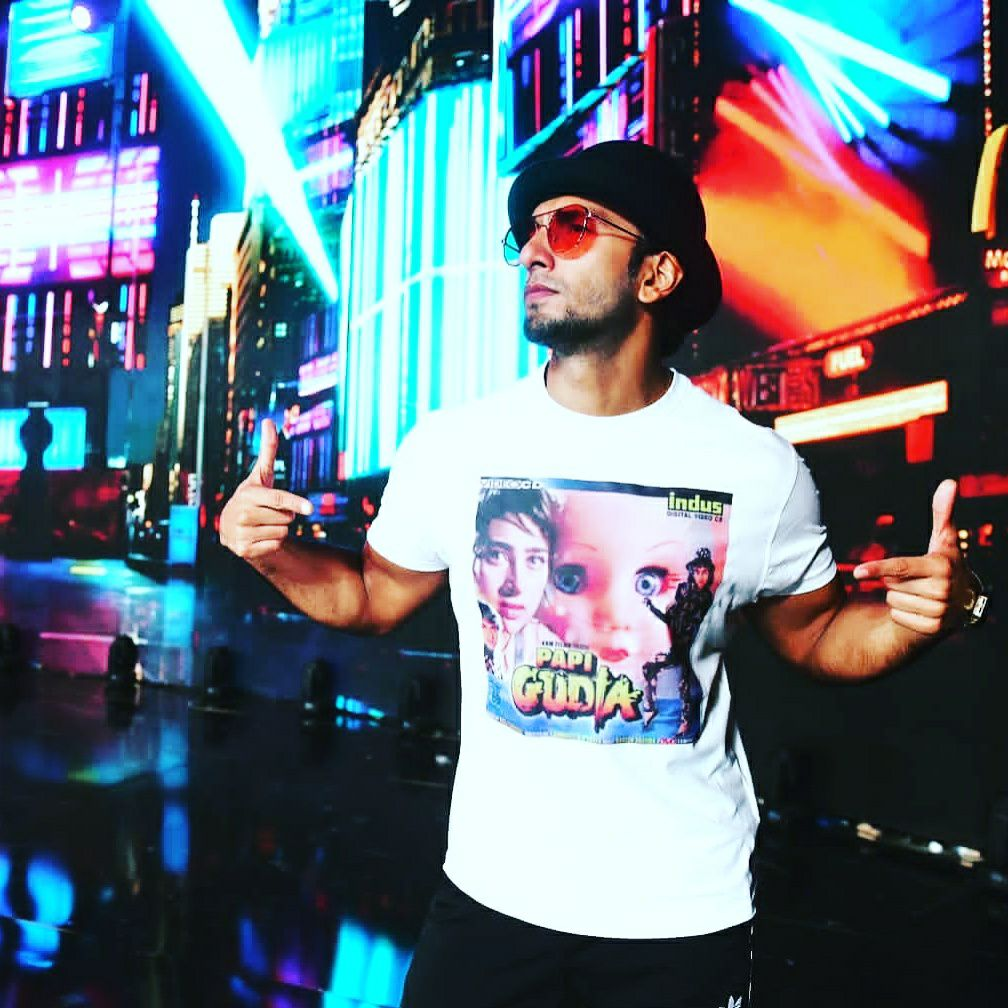 Ranveer Singh the most stylish man of the B-town left everyone stunned with a PapiGudia tee shirt for the film fare